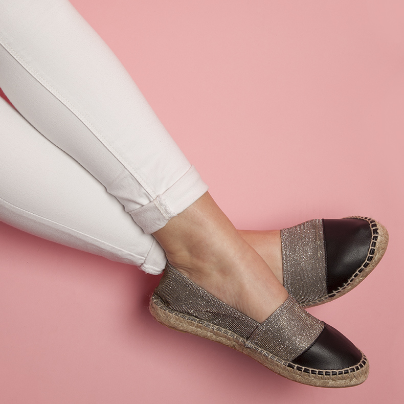 women's silver schuh Hoopla espadrilles and white jeans