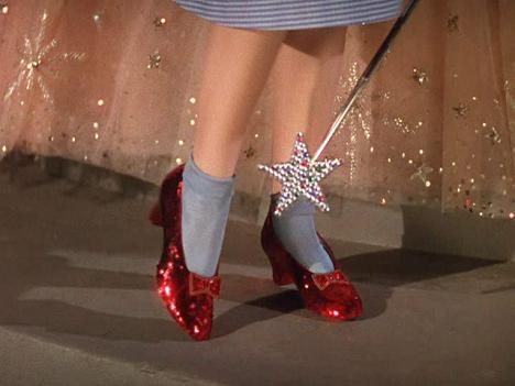 still-from-movie-wizard-of-oz-dorothy-red-glittery-heels