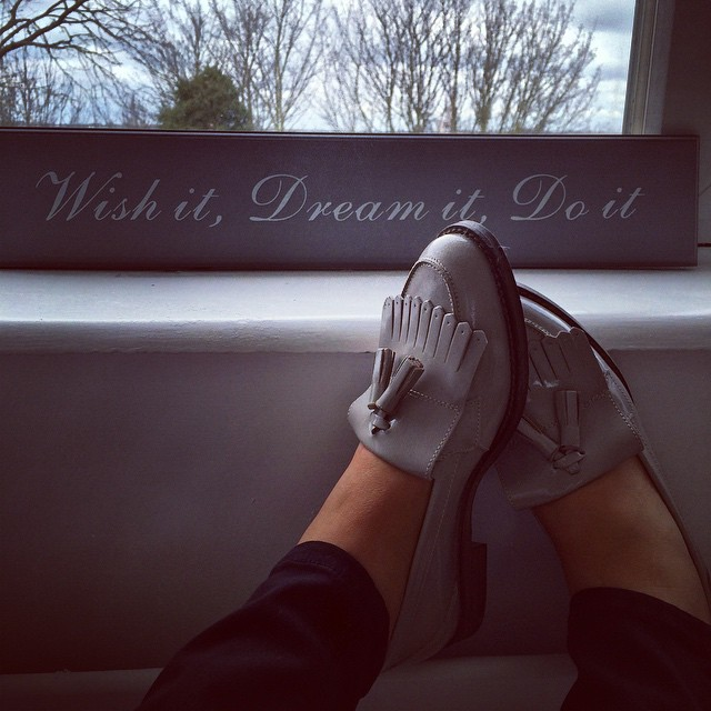womens-grey-patent-leather-schuh-compass-flats