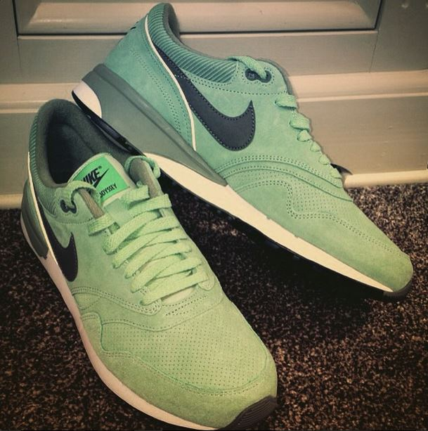 green-nike-oddessey-trainers-schuh