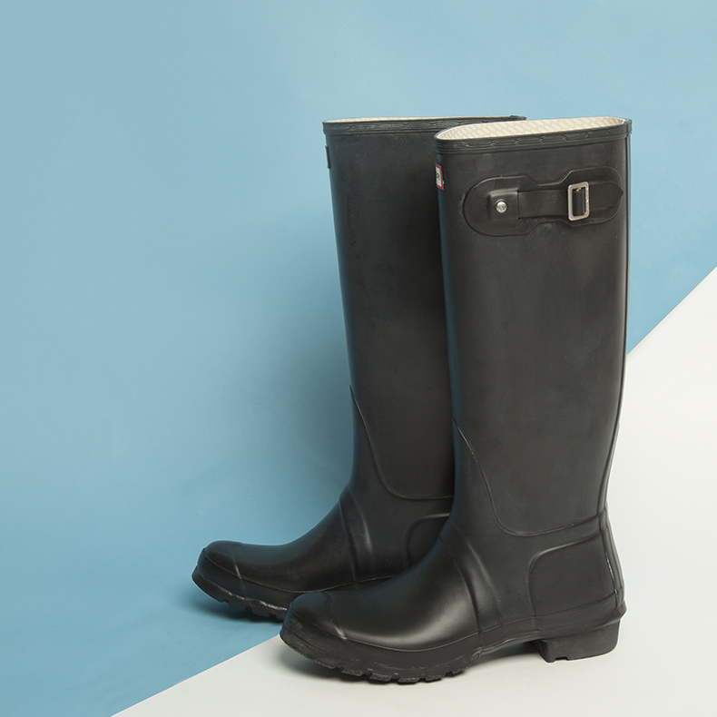 mens black hunter original wellington boots in rubber with red and white branding