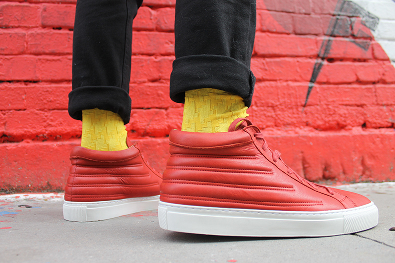 mens momentum melbourne mid red trainers with black jeans and yellow socks