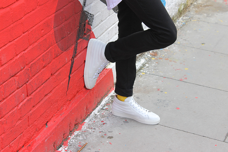 mens momentum melbourne mid white leather trainers with black slim jeans and yellow socks