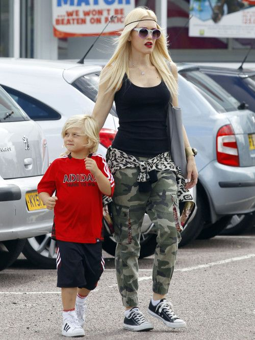 gwen-stefani-and-zuma-adidas-superstar-kids-trainers-converse-all-star-trainers