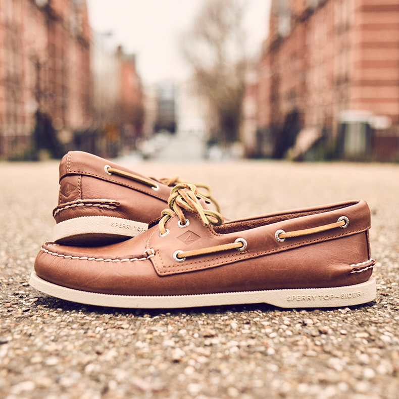 Sperry 2 eye light brown whip stitch shoes