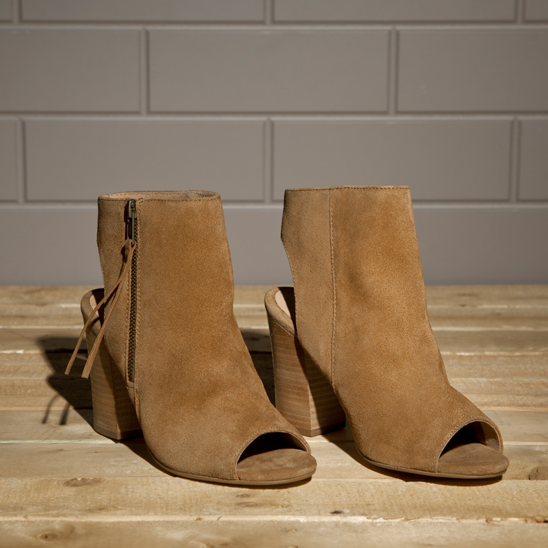 womens schuh risk it ankle boot block heels