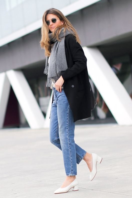 clochet style blogger wearing glove shoes with denim