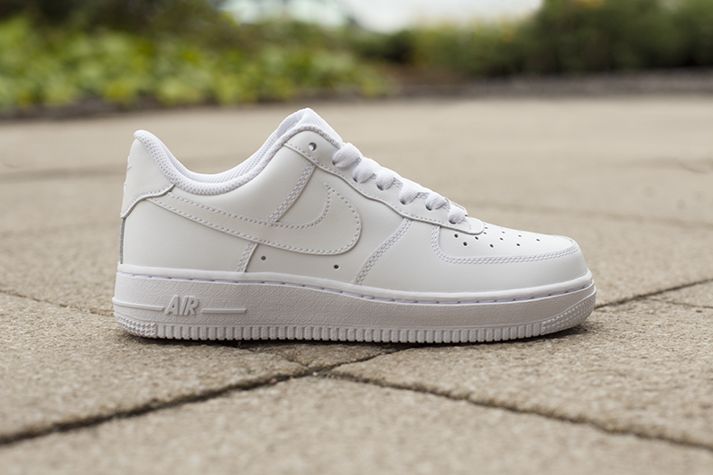 people wearing nike air force white