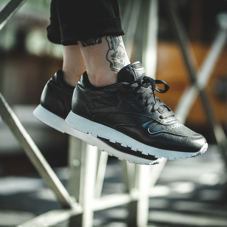 womensreebok classic leather-pearlized traines in black at schuh