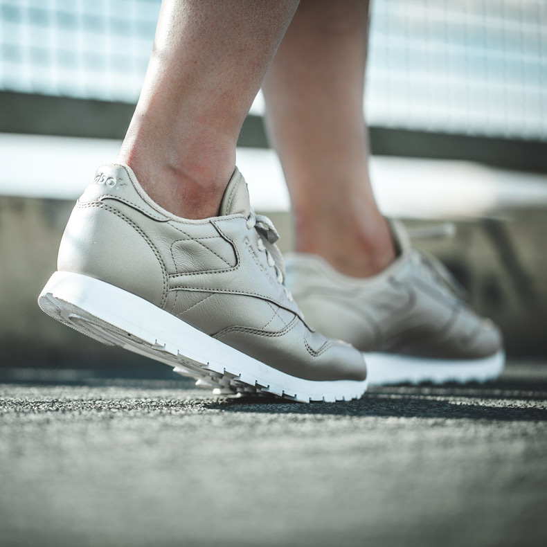 womens reebok classic leather pearlized trainers in beige at schuh