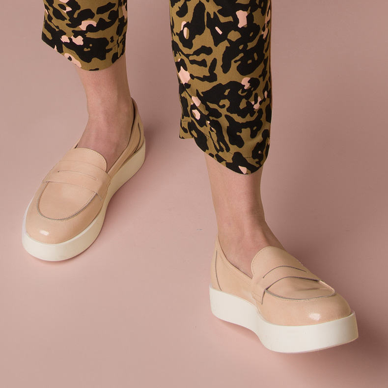womens schuh natural circuit flatform loafer