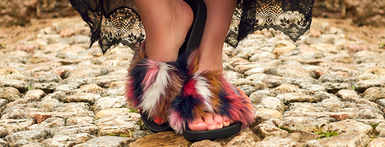 schuh-multicolour-fluffy-sliders