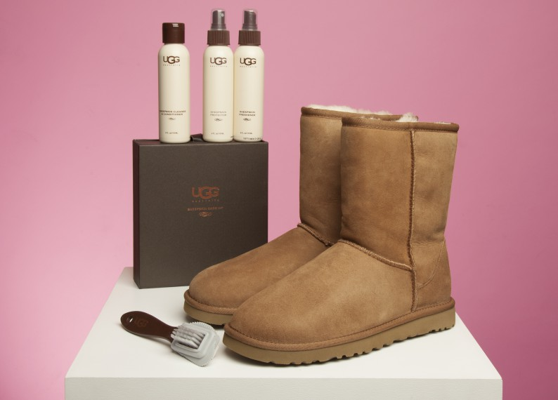 ugg-australia-care-kit-and-classic-short-boots-for-women-in-suede-chestnut